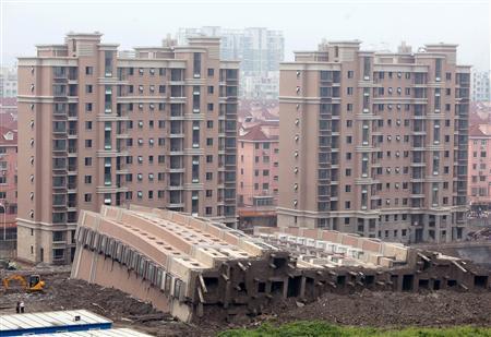 Fallen-13-story-shanghai-building-1